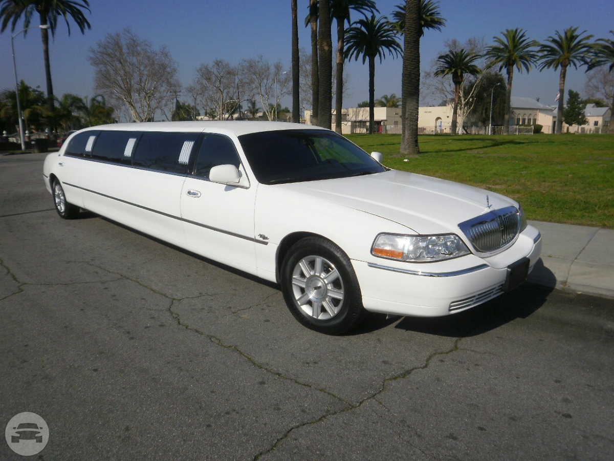 LINCOLN STRETCH LIMO - WHITE Limo  / Lawrenceville, GA   / Hourly $0.00
