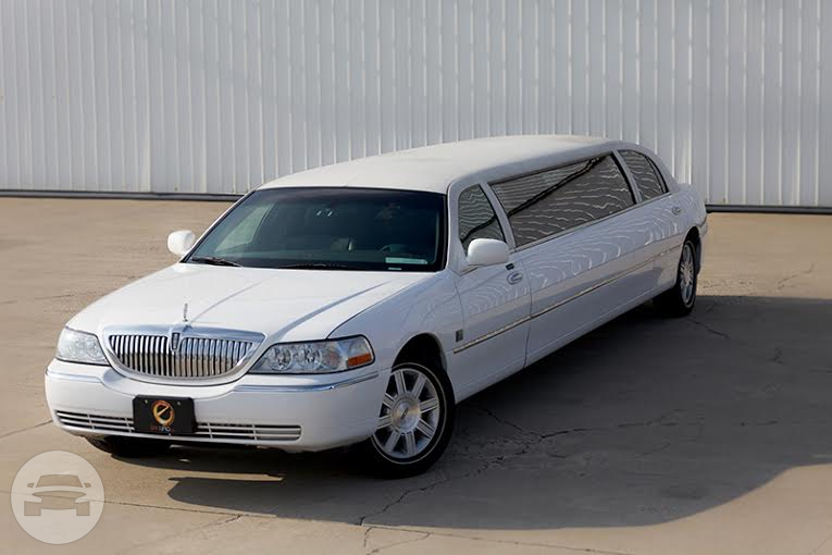 8 passenger Lincoln Towncar White Limo  / Kouts, IN 46347   / Hourly $0.00