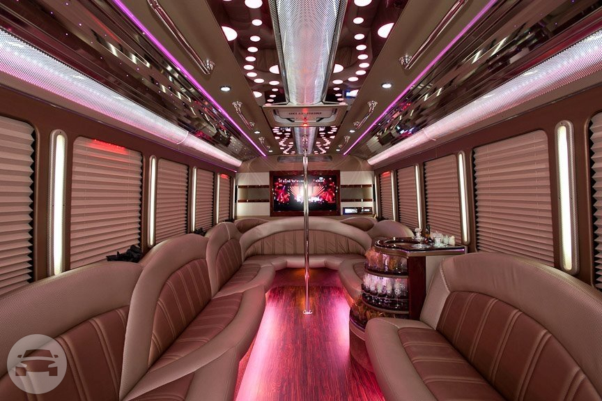 PARADA FORD F450 Luxury Party Bus Party Limo Bus / Ferndale, MI 48220   / Hourly $0.00