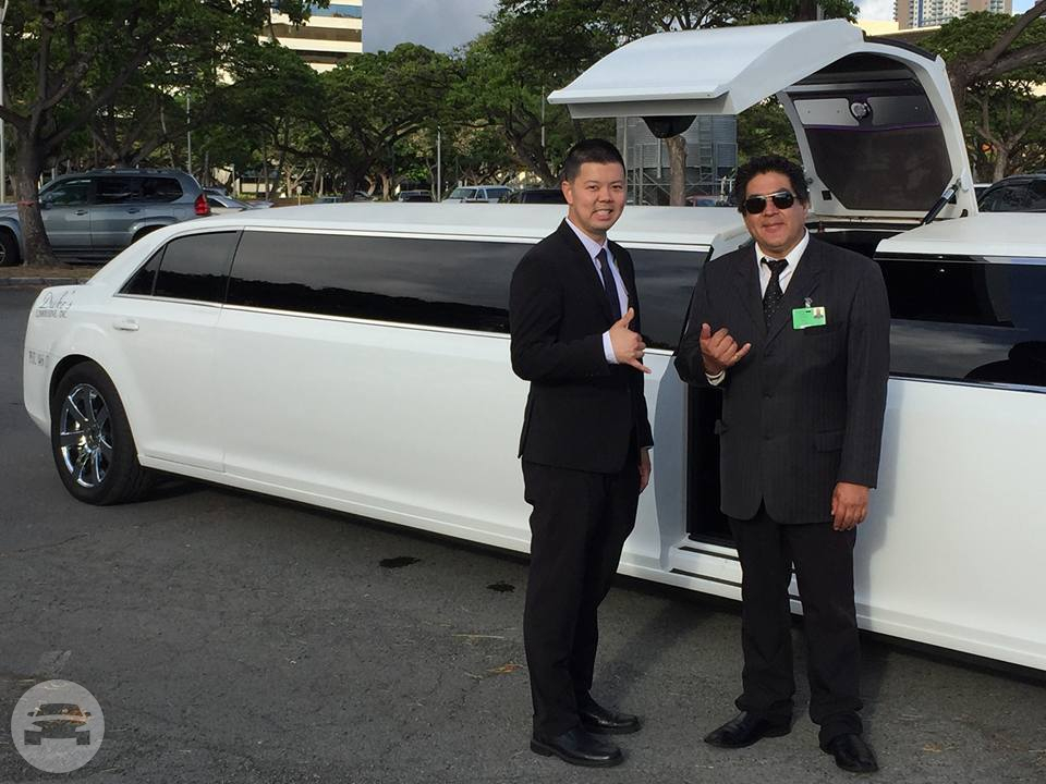 WHITE CHRYSLER LIMO Limo / Honolulu, HI   / Hourly $0.00
