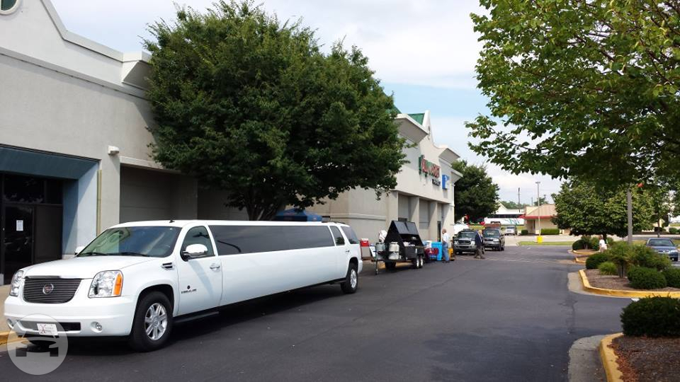 GMC Yukon (with Cadillac Escalade kit) Super Stretch Limo Limo / Louisville, KY   / Hourly $0.00